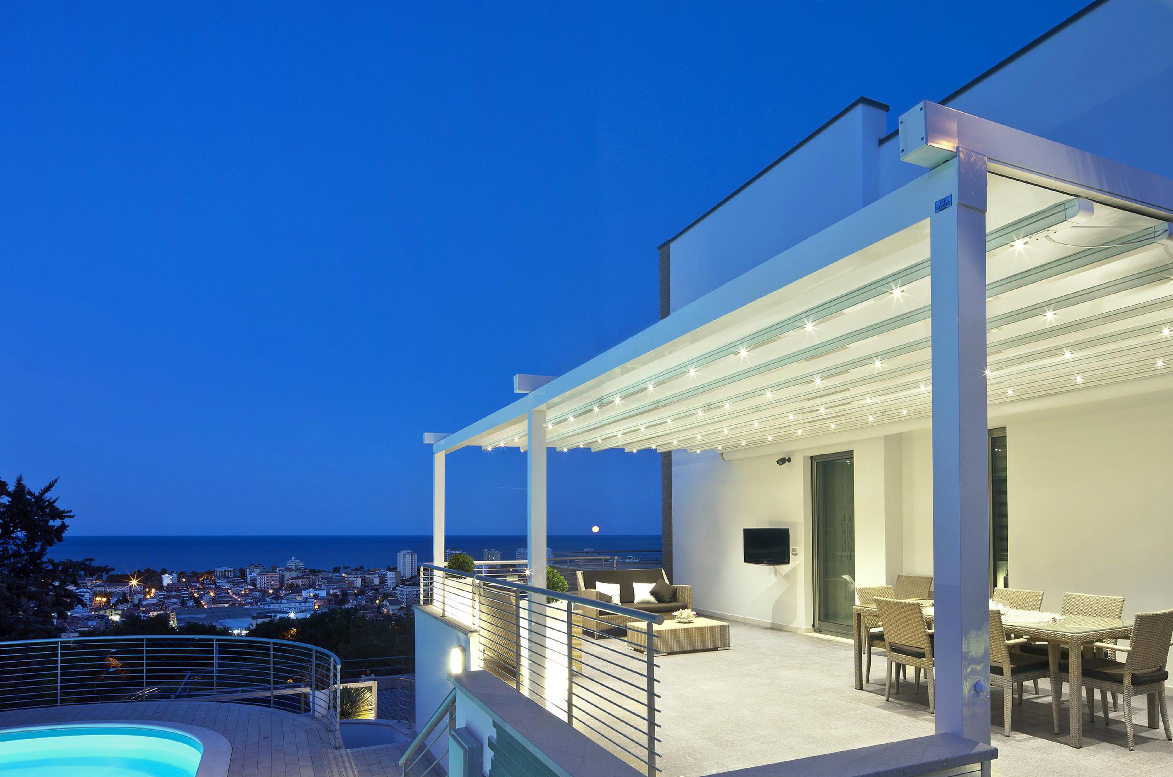 pergola v lum arc en ciel menuiserie aluminium pvc. Black Bedroom Furniture Sets. Home Design Ideas