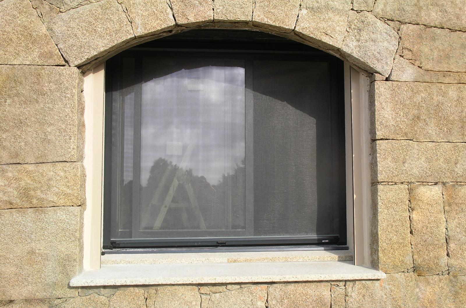 moustiquaires arc en ciel menuiserie aluminium pvc. Black Bedroom Furniture Sets. Home Design Ideas